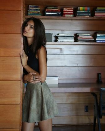 Emily-Ratajkowski-in-Los-Angeles-3-e1437691508213-683x1024+copy.jpg