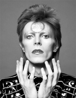 David-Bowie's-most-iconic-design-moments-artists-I-Lobo-you5.jpg
